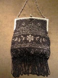 ビーズ装飾バッグ 1912年 フランス コンテリエ.JPG