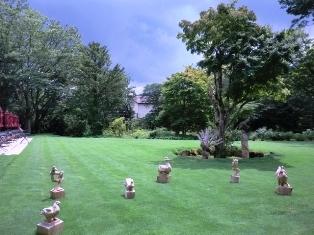 ラリック美術館庭.JPG